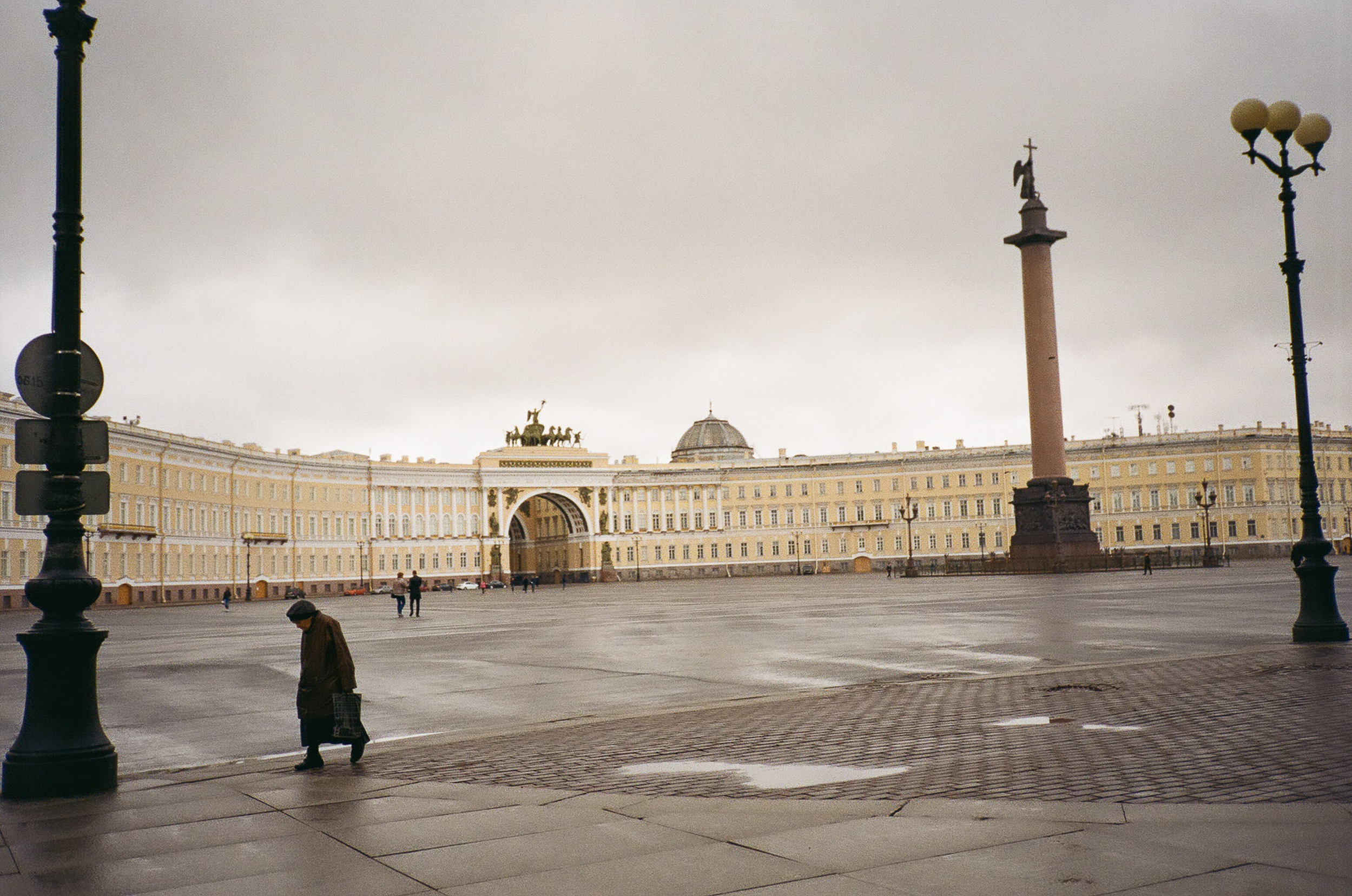 palace square_noavi